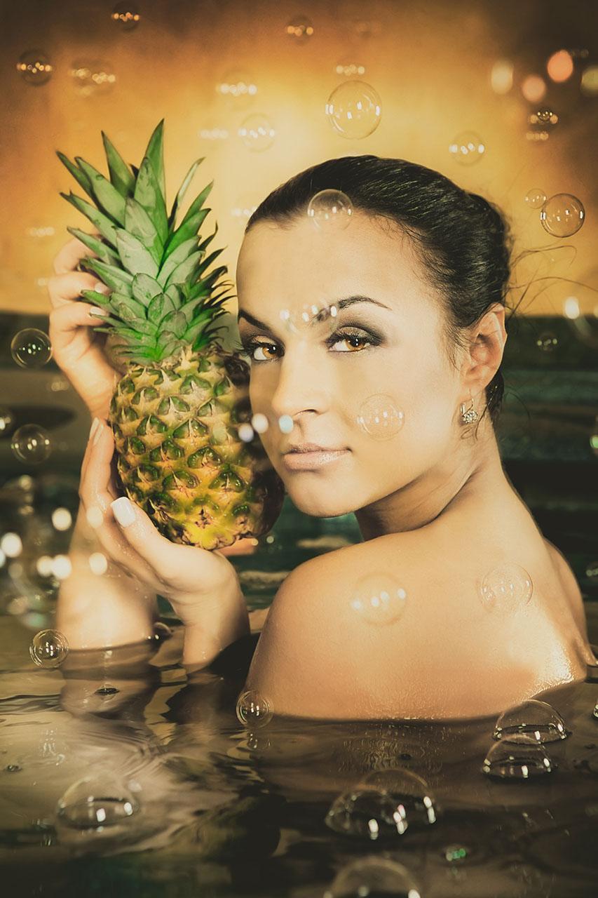 dziewczyna z ananasem
